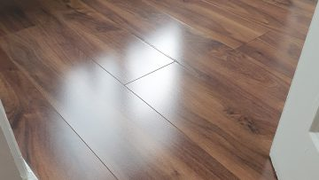 Laminate Floor Cleaning / Laminate Floor Polishing